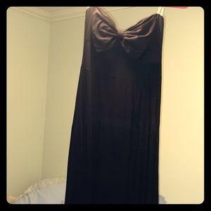 Long black sleeveless maxi dress